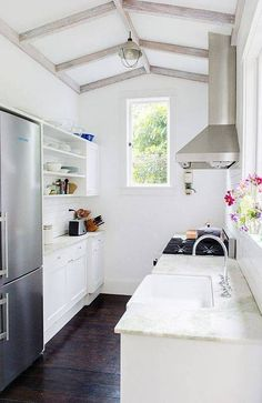 This would be great for me -- the narrow counter on one side with sink and stove on the other -- except they've disappeared the fridge, which I cannot do!