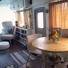 A couple and their cat give their outdated 1990s RV a well-needed makeover.