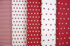 Una extensa gama de colores: Rojos, Celestes, Rosas, Marino, Carmel, en rayas, corazones y estrellas. Telas de patchwork 100% algodón. A un precio muy tentador, a 9 € el metro, ancho 1,40 cm. disponible en http://www.telasytentaciones.com/es/inicio