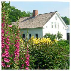 Pretty colonial home & garden via Vermont Vernacular Designs