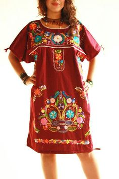 Beautiful Mexican style embroidered dress by Aida Coronado Mexican Embroidered Dress, Embroidered Clothes, Embroidered Tunic, Bohemian Mode, Boho Chic, Hippie Chic, Walmart Dresses, Mexican Fashion, Mexican Style