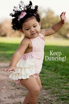 Little girl Keep Dancing, dance! hand drum circle rhythms make kids do this. no inhibitions. they just dance. Precious Children, Beautiful Children, Beautiful Babies, Beautiful People, Shall We Dance, Lets Dance, Baby Kind, Baby Love, Cute Kids
