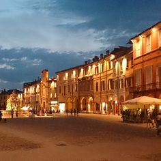 L'ora blu di Piazza del Popolo, Cesena - Instagram by verde.chiara