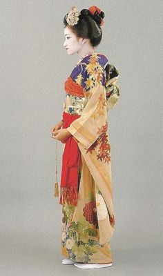 Scan Q1: Scan from book: 300 years of Japanese women's appearance, kimono, kanzashi etc. ISBN4-87940-541-8.  The furisode and obi appear to date to the late 19th century.  Image scanned by Lumikettu of Flickr
