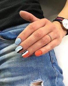 Футуризм на ногтях: 20 простых идей стильного дизайна в маникюре - tochka.net Minimalist Nails, Stylish Nails, Trendy Nails, Cute Acrylic Nails, Cute Nails, Nail Manicure, Nail Polish, Gel Manicures, Dream Nails