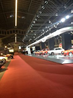 Hoy se inaugura el Salón del Automóvil en @Fira_Barcelona  - Moqueta de #jmtambiplan