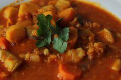 * Die freitägliche Wurzelgemüse-Mulligatawny Suppe, die Judith zeigt, sieht richtig gut und wärmend aus!