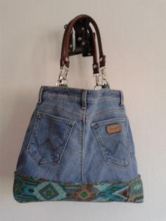 La mia Jeans Bag estiva, manici in pelle, fondo in tessuto tapisserie, fodera interna( come in tutte): pratica, casual ed elegante...