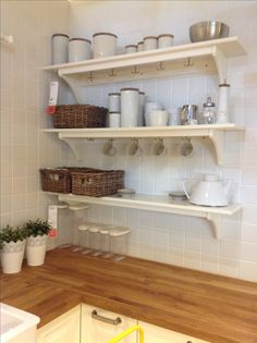 Cute shelves for the kitchen, could display all my mugs :) Interior Design Diy, Wood Interior Design, Budget Interior Design, Apartment Interior, Apartment Interior Design, Home Decor, Country Interior Design, Apartment Decor, Home Deco