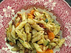 Makaron z suszonymi pomidorami i tuńczykiem - skosztuj.to - slow food