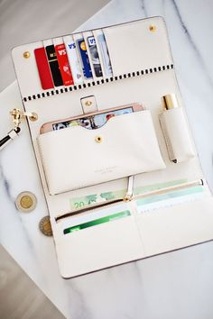 This wallet fits everything! http://www.stephaniesterjovski.com/spring-accessories-bendels/