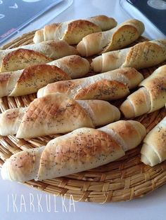 My od Berounky: Kváskové rohlíky Russian Recipes, Hot Dog Buns, Bread Recipes, French Toast, Food And Drink, Menu, Baking, Breakfast, Polish
