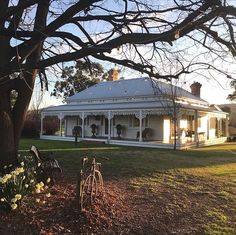 Colonial House Exteriors, Country Home Exteriors, Country Style Homes, Cottage Exterior, Modern Farmhouse Exterior, Farmhouse Style, Australian Country Houses, Australian Farm, Australia Country