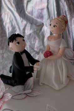 Custom made polymer clay bride and groom cake by liisflorides