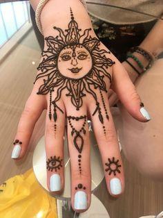 Henna Tattoo Hand, Diy Tattoo, Hand Tattoos, Cute Henna Tattoos, Henna Inspired Tattoos, Henna Tattoo Designs Simple, Henna Mehndi, Henna Art, Mehendi