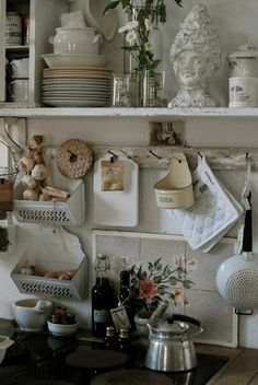 KITCHEN :: Shelves of things & the garlic/shallot baskets are darling.