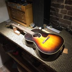A 1954 Gibson on the repair bench. Guitar Logo, Music Guitar, Gibson Acoustic, Acoustic Guitars, Guitar Collection, Vintage Guitars, Music Instruments, 3d Printing, Bench