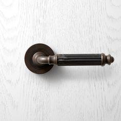 P151 Pittella Classical Antique Brass Door Handle #pittella #classical #interiordesign #antiquebrass #doorhandles #doorhardware