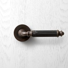 P151 Pittella Classical Antique Brass Door Handle #pittella #classical #interiordesign #antiquebrass #doorhandles #doorhardware