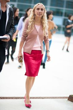 """Very sad to hear the news today that Franca Sozzani has died. The groundbreaking editor of Vogue Italia, who once published an """"all black"""" issue of the magazine Vogue Fashion Week, Fashion Now, Milan Fashion Weeks, Fashion Outfits, Pencil Skirt Outfits, Celebrity Look, Classic Outfits, Fashion Stylist, Autumn Fashion"""