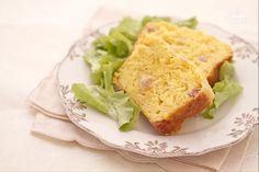 Il plumcake salato è una variante sfiziosa del classico plumcake dolce, un pane soffice e gustoso insaporito da pancetta affumicata e formaggi.
