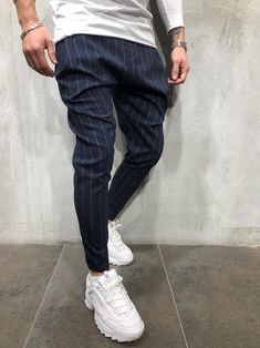 clothes for men casual Jogger Pants Outfit, Mens Jogger Pants, Trouser Pants, Men Street Look, Drop Crotch Joggers, Suits And Sneakers, Stylish Mens Outfits, Fashion Joggers, Casual Outfits