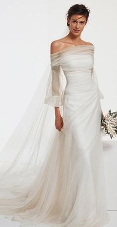 Stunning Wedding Dresses, Classic Wedding Dress, Beautiful Gowns, Bridal Gowns, Wedding Gowns, Contemporary Dresses, Special Dresses, Gowns Of Elegance, Mannequins