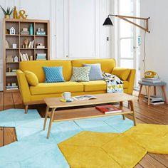 Un salón en amarillo mostaza