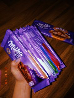 Milka Chocolate, Chocolate Lovers, Birthday Photography, Food Photography, Cute Apple Watch Bands, Junk Food Snacks, Pen Collection, Food Snapchat, Food Wallpaper