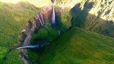 Découverte de l'île de la Réunion à bord d'un hélicoptère. http://www.hertzreunion.com/reunion/survol-de-l-ile-de-la-reunion-en-helicoptere_11808
