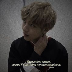 Oh that's just it… Idk how to feel happy Oh, eso es todo … Idk cómo sentirse feliz Fact Quotes, Mood Quotes, True Quotes, Bts Lyrics Quotes, Bts Qoutes, Bts Citations, Bts Memes, Feeling Scared, About Bts