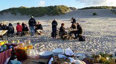 BBQ op het strand tijdens een bedrijfsuitje op Terschelling