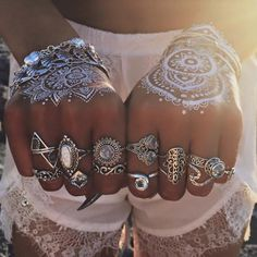 boho, crystal, and gypsy image Nail Jewelry, Cute Jewelry, Body Jewelry, Jewelry Art, Unique Jewelry, Jewellery, Jewelry Tattoo, Hippie Style, Mundo Hippie