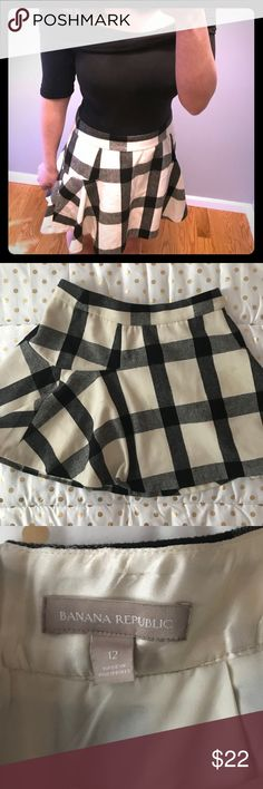 Banana Republic Black & White Plaid Skirt Previously purchased from Poshmark! Worn only once from purchase. Skirt is in good condition( I lost weight so it was baggy on me so I probably won't wear again since i liked my clothes more fitted). Perfect cute outfit to pear with booties and tights! I wore my off the shoulder body suit which is available in my boutique!! Banana Republic Skirts Circle & Skater