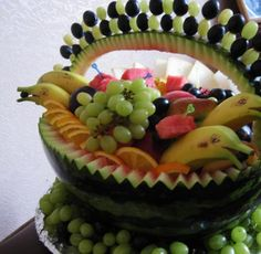 Simple watermelon carving and watermelon inspired food design ideas make summer party table look unique and impressive with colorful salads, snacks and treats, while proving healthy food choices enhanced by original food decoration Fruit Salad Decoration, Fruit Centerpieces, Fruit Arrangements, Food Decoration, Table Decorations, Centerpiece Ideas, Watermelon Fruit Bowls, Watermelon Basket, Watermelon Carving