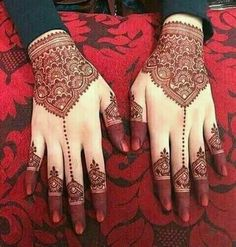 Simple Mehendi designs to kick start the ceremonial fun. If complex & elaborate henna patterns are a bit too much for you, then check out these simple Mehendi designs. Dulhan Mehndi Designs, Mehandi Designs, Mehndi Designs 2018, Mehndi Designs For Girls, Mehndi Designs For Beginners, Modern Mehndi Designs, Mehndi Design Pictures, Beautiful Mehndi Design, Henna Mehndi