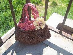 Free Crochet Pattern: cutie patootie plarn bag pattern