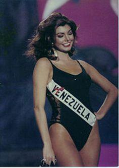 Venezuela Milka Chulina en su presentación en Traje de Baño en el Miss Universe..