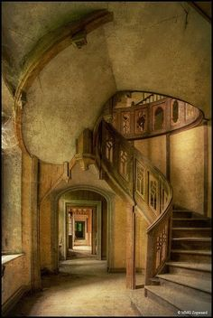 Amazing staircase at Chateau Clochard | Incredible Pics