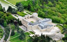 Aerial photo of Rochefort-en-Yvelines - Yvelines a business conference venue! Neoclassical Architecture, French Architecture, Mega Mansions, Mansions Homes, Luxury Collection Hotels, Basement House Plans, Dream Mansion, Castle House, Modern Mansion