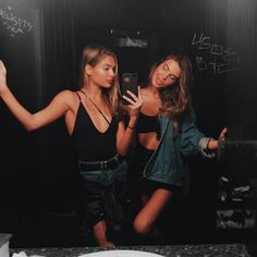 Image in best friends collection by Soraya on We Heart It Bff Goals, Best Friend Goals, My Best Friend, Best Friend Pictures, Bff Pictures, Cute Photos, Party Pictures, Mode Lookbook, Jeanne Damas