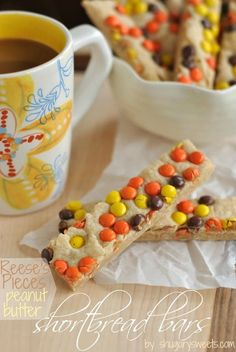 Peanut Butter Reese's Pieces Shortbread Bars: delicious. easy melt in your mouth shortbread! View The Recipe Details Oreo Dessert, Dessert Bars, Just Desserts, Delicious Desserts, Yummy Food, Dessert Healthy, Cookie Recipes, Dessert Recipes, Potluck Desserts