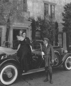 Marlene Dietrich & chauffeur Briggs 1931 showing off the Rolls Royce given by Josef Von Sternberg. Briggs was known to carry 2 revolvers wear a uniform with a mink collar as they tooled around Hollywood. Vintage Hollywood, Hollywood Glamour, Hollywood Stars, Classic Hollywood, Hollywood Party, Marlene Dietrich, Film Movie, Movies, Rita Hayworth