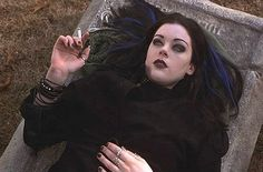Kim Director as girl Kim Diamond / Book of Shadows: Blair Witch Project 2