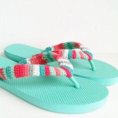 Kijk wat ik gevonden heb op Freubelweb.nl: een gratis haakpatroon van Poppy and Bliss om omhaakte slippers te maken https://www.freubelweb.nl/freubel-zelf/gratis-haakpatroon-omhaakte-slippers/