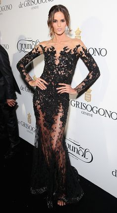 Izabel Goulart aposta em look cheio de transparência em Cannes