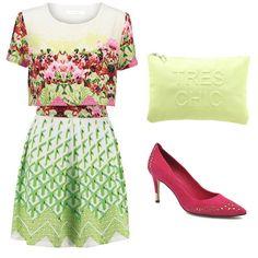 Vestido de Anonyme Designers, cartera de mano Tres Chic de Miss Selfridge y salones de tacón fucsia de Guess.
