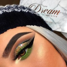 This look has us shook! is using the Dream Palette + Wicked Gel Liner. Makeup Looks Everyday, Makeup Eye Looks, Summer Makeup Looks, Creative Makeup Looks, Eyeshadow Looks, Eyeshadow Makeup, Sparkly Eyeshadow, Girls Makeup, Glam Makeup
