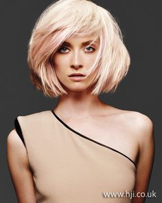 hairstyle with pink