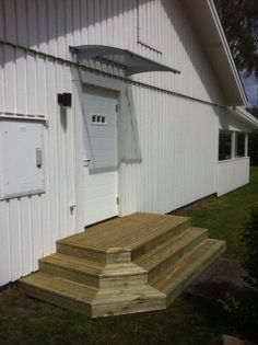 See the source image Patio Steps, Wood Steps, Ikea Trones, Hot Tub Deck, Deck Stairs, Front Steps, Deck Lighting, Keeping Room, House Entrance